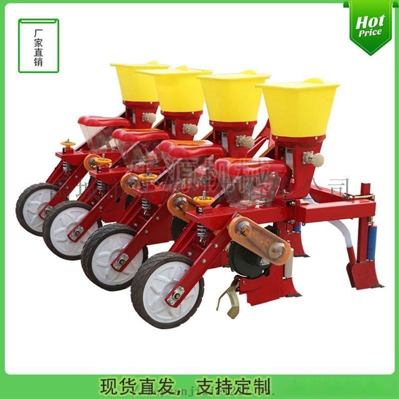 拖拉機懸掛的玉米播種機