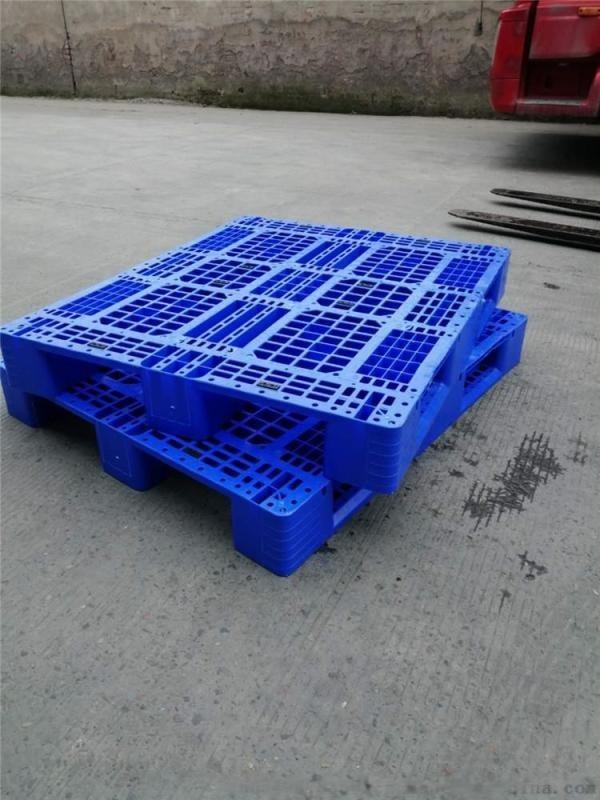 网格川字塑料托盘1311厂家塑料垫板可加钢管