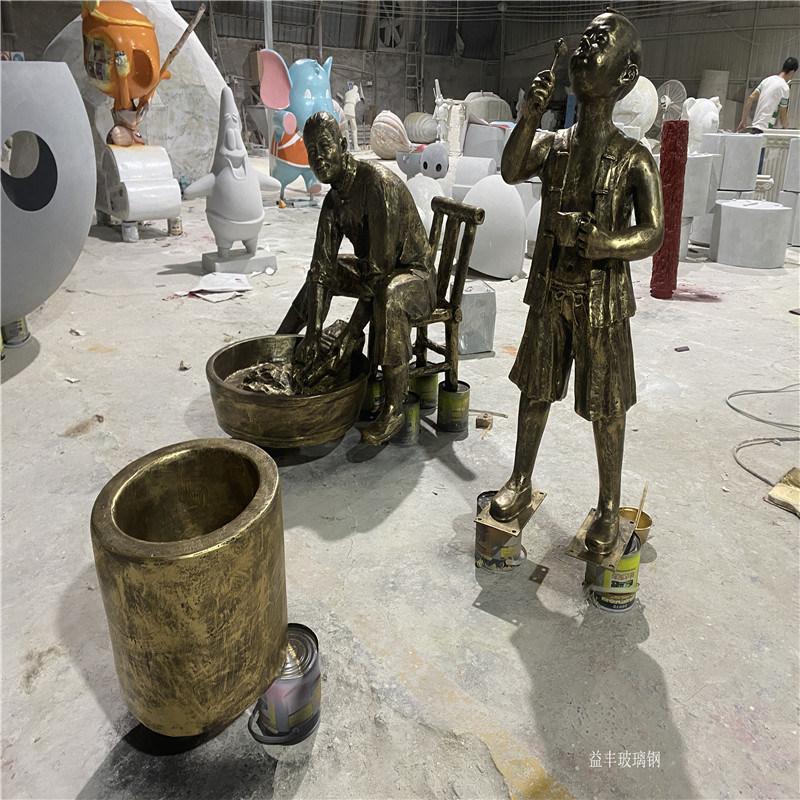 文化广场玻璃钢洗衣服情景人物雕塑 户外小品雕塑摆件