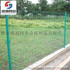 现货供应桃型柱护栏网厂区公园三角折弯护栏网高速公路安全防护网
