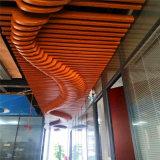 鋁方通外牆弧形設計特點 木紋造型吊頂鋁方通廠家