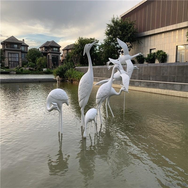 定制公园草地白鹭雕塑、佛山玻璃钢动物雕塑模型