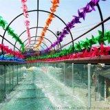 景区高空旋转玻璃水滑道网红玻璃水滑漂流游客排队玩耍