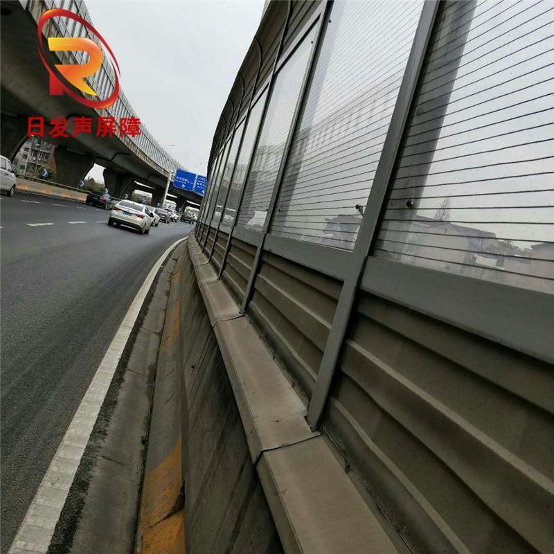 道路两旁吸隔音屏障 厂家直销字母口屏障板 面背板凹槽型声屏障