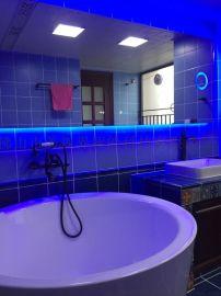 蓝色灯光浴室灯镜带放大镜智能家居镜子时间功能可定制