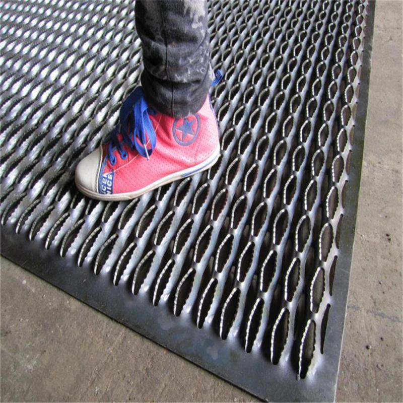 厂家规格定制鳄鱼嘴防滑板 圆孔冲孔防滑板 铝踏板