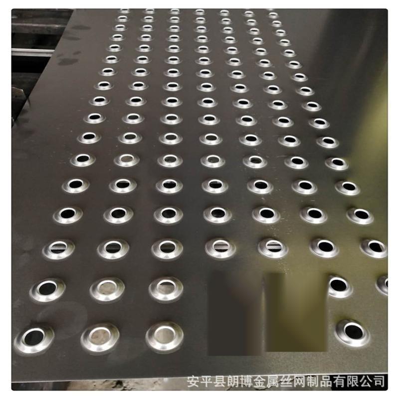 廠家定製樓梯防滑腳踏板 圓孔起鼓防護網板