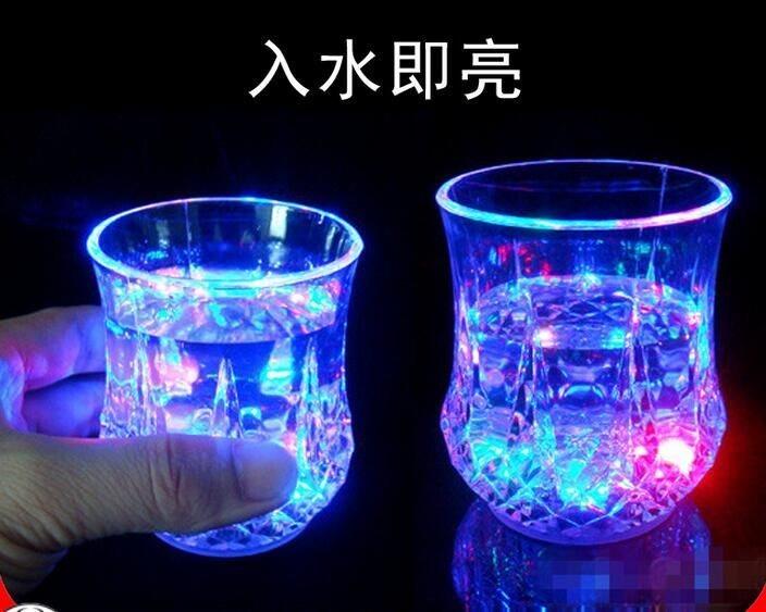 创意礼品夜光杯七彩酒杯炫彩菠萝杯入水即亮