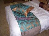 厂家直销 酒店床尾巾批发   时尚 酒红色金荷床尾巾床旗 床尾垫