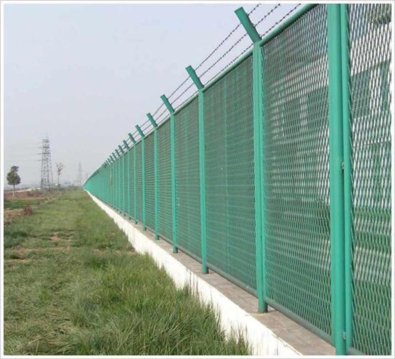 沃达  厂区围墙钢板护网  菱形防护网  钢丝网围栏