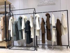 高端羊剪绒大衣女装尾货货源哪里有 羊剪绒大衣价格高吗