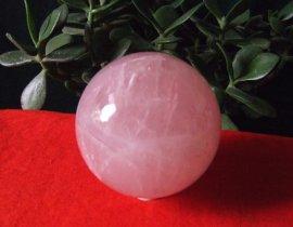 天然粉水晶球