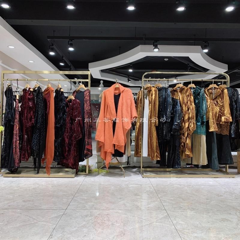 北京厂家直销女装货源丝雨桐,折扣女装货源网官网
