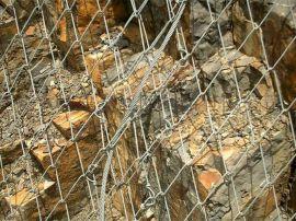 山体防护网每平米多少钱   安装柔性防护网