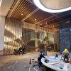 层次感木纹型材铝方管吊顶 古典式型材背景墙铝方管