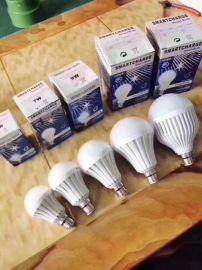 跑江湖擺地攤LED球泡水杯燈批發