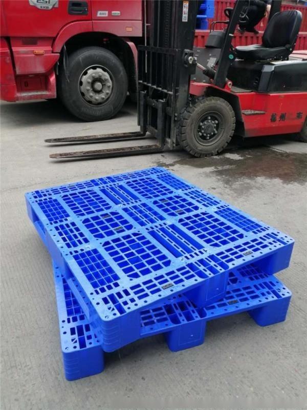 網格川字塑料托盤1311廠家塑料墊板可加鋼管