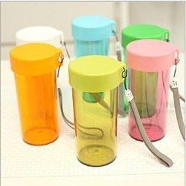 儿童水杯批发 300ml便携密封杯 防漏塑料水杯创意杯子