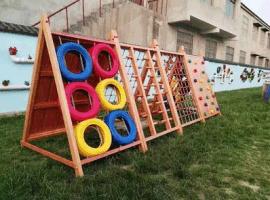 幼儿园户外大型木制玩具攀爬爬架组合木质攀网架荡桥钻洞体能训练