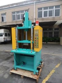 苏州四柱油压机供应;3T-15T型号四柱压力机