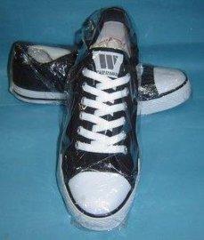 回力黑色运动鞋