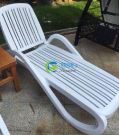舒纳和现货供应进口ABS塑料带扶手三档调节沙滩躺椅