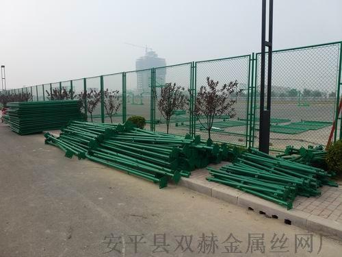 学校体育场护栏 学校操场围网 勾花围栏厂家