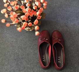 跑江湖地摊妈妈鞋软底皮鞋25元模式价格