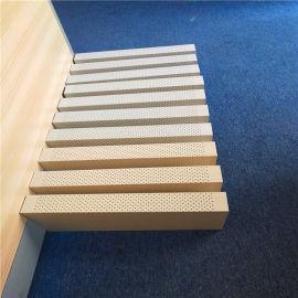 1.5厚氟碳吊顶铝方管 2.0厚弧形木纹铝方管
