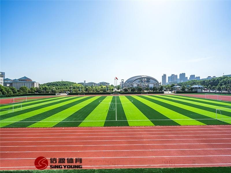 足球场铺设,专业足球场施工建设及人造草厂家