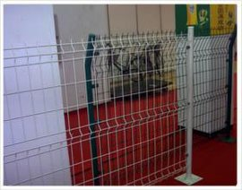 浸塑处理折弯铁丝网护栏生产商