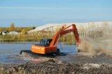 乌鲁木奇斗山215-9水路挖掘机,湿地挖掘机出租