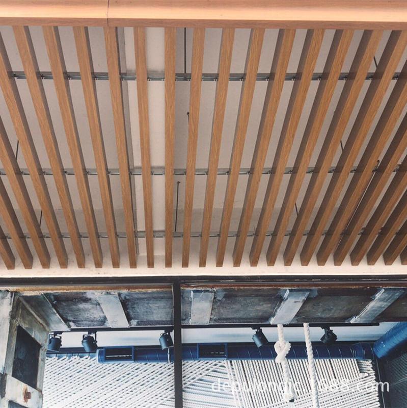 木纹铝方通公共场所吊顶 规格齐全木纹铝合金方通组合搭配吊顶