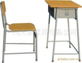 特價供應學生課桌椅,學生雙人課桌椅,學校課桌椅,實木課桌椅
