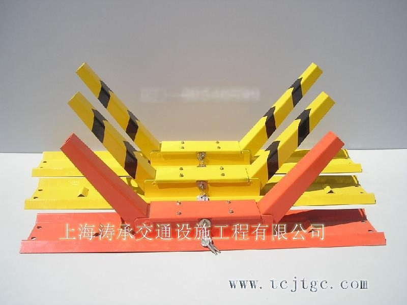 上海交通设施  减速带 车位锁厂家**上海涛承交通设施