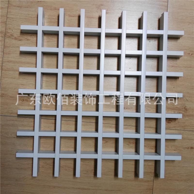白色铝格栅吊顶配铝合金收边条材料写字楼工程装饰
