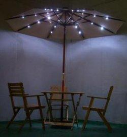 木头太阳能灯伞