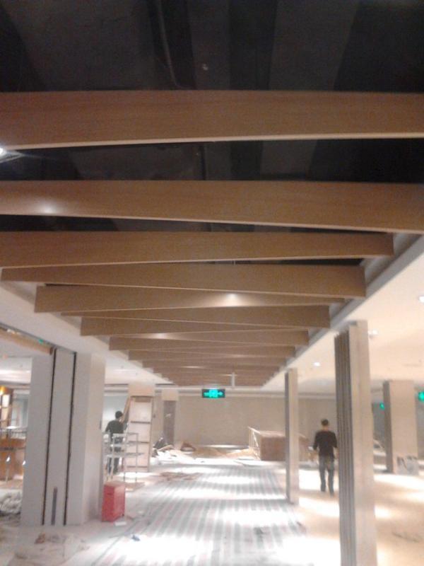 供應建築裝飾仿木紋國標鋁方通生產廠家批發