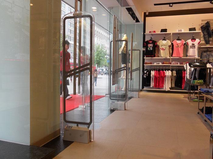 奧特萊斯服裝專賣店水晶服裝防盜器
