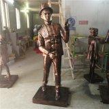 玻璃钢休闲雕塑逛街仿古铜绅士男孩拍照造型摆件定做厂家