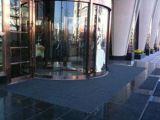 商場門口鋪設的刮沙除塵地墊