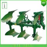 液压翻转犁与拖拉机全悬挂农耕机械进行耕翻作业