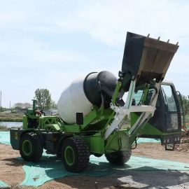 自上料小型搅拌运输车 农用2.6方水泥搅拌运输车