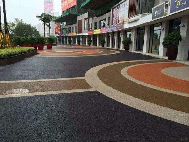 彩色透水混凝土地坪可以增加舒适性与安全性