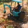 小型化粪池挖沟机 挖机工作视频 六九重工 沟端开挖