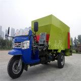 全自动养殖饲料撒料车厂家 5立方小型三轮柴油饲喂车