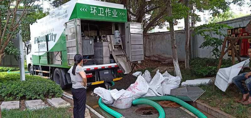重庆环保专用吸粪车,新型无害化吸污车,环保新高度