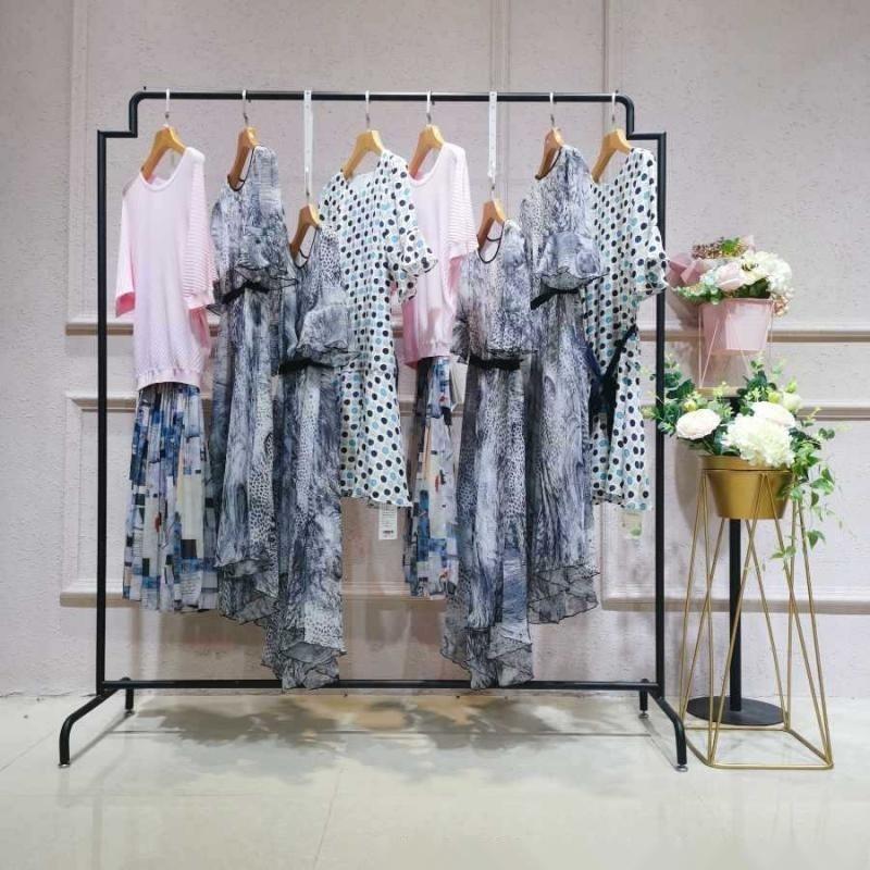 潮流女装品牌哈尔滨市大众新城她衣柜地址女装尾货羽绒裤原创女装
