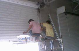 太原高新区玻璃门维修换地弹簧拉手卷闸门维修换锁电机