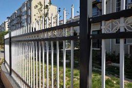热镀锌围墙护栏B型   采用先进的锌钢工艺